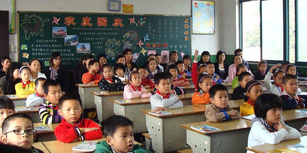 In Cina 180 milioni di studenti sono tornati a scuola ...
