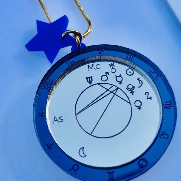 ciondolo astrologico blu